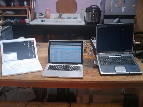 laptops © flickr /lazzarello