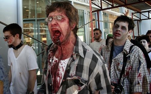 zombies bzw zombiedarsteller © flickr /Eric Ingrum