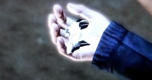 origami figur in der hand hard rain